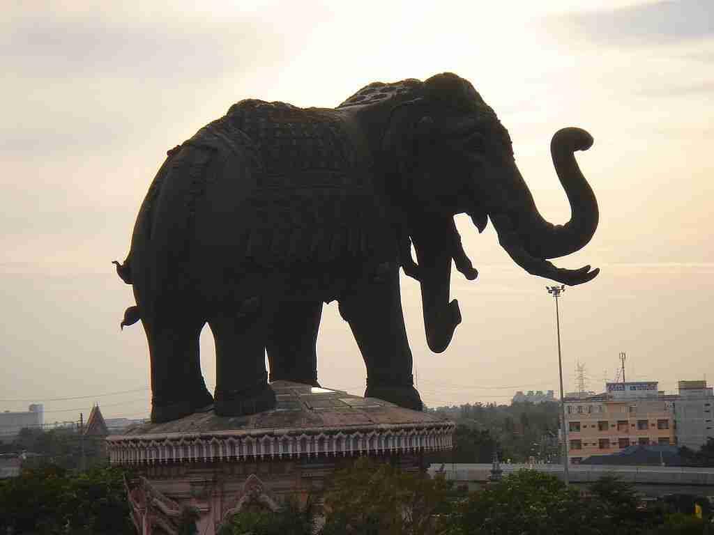 erewan monument bangkok