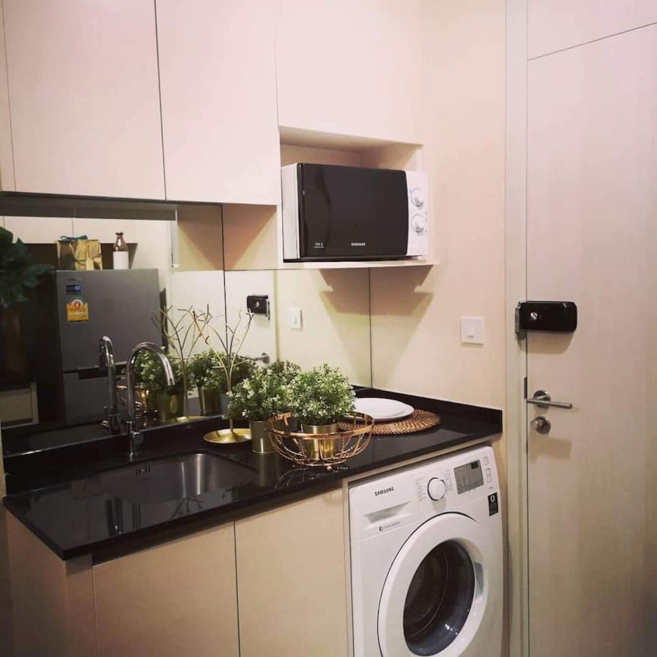 Find Condo For Rent: 160m To MRT Condo For Rent